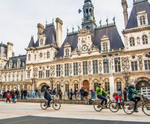 France pays bike commuters